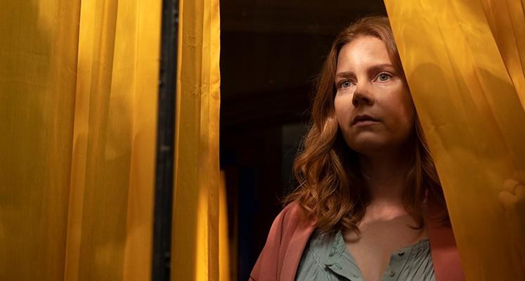 """Amy Adams w nowym zwiastunie filmu """"Kobieta w oknie"""" od Netfliksa"""