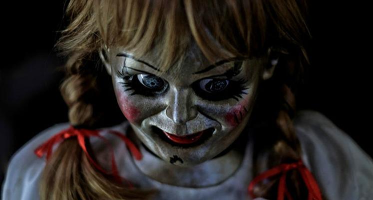 Bohaterowie trzeciej części horroru Annabelle na nowym plakacie