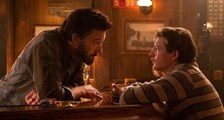 """Ben Affleck i Tye Sheridan w zwiastunie filmu """"Bar dobrych ludzi"""""""