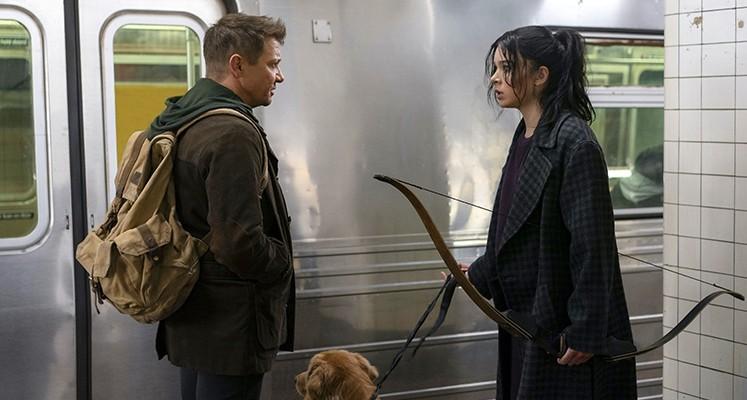 """Dwa odcinki serialu """"Hawkeye"""" na premierę. Nowa zapowiedź produkcji Marvela"""