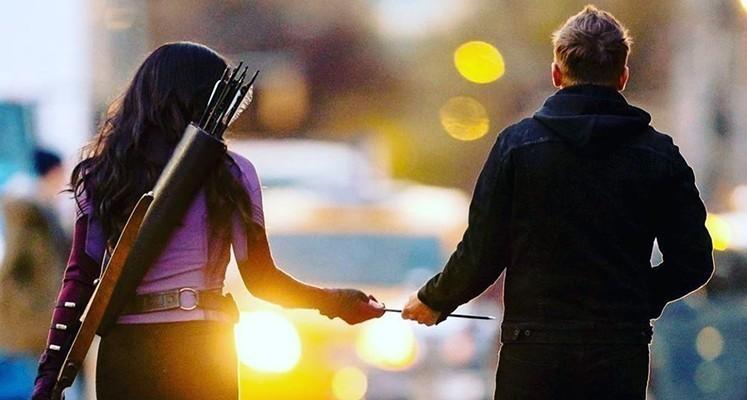 Hawkeye i Kate Bishop na pierwszym zdjęciu z serialu Marvela. Data premiery ujawniona