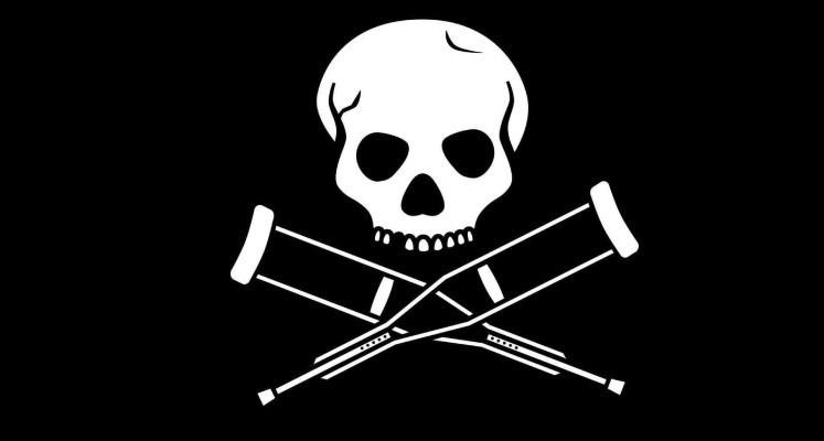 """Johnny Knoxville prześmiewczo potwierdza przesunięcie premiery """"Jackass Forever"""""""