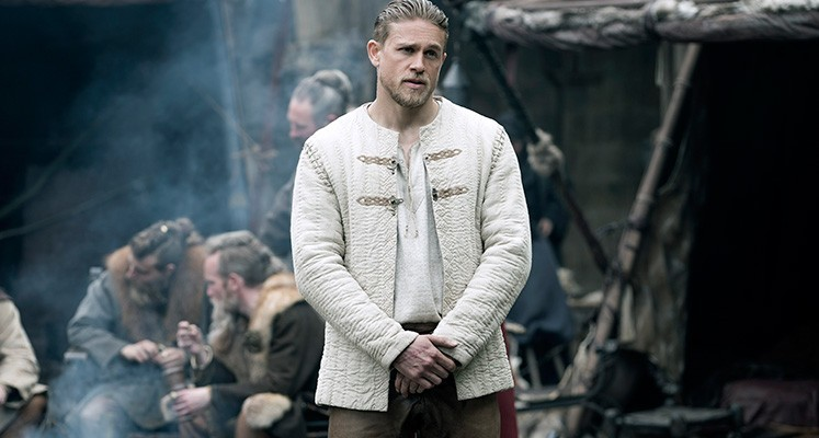 Król Artur: Legenda Miecza - wygraj filmowe koszulki!