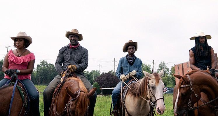 """Netflix pokazał zwiastun filmu """"Kowboj na betonowej prerii"""""""