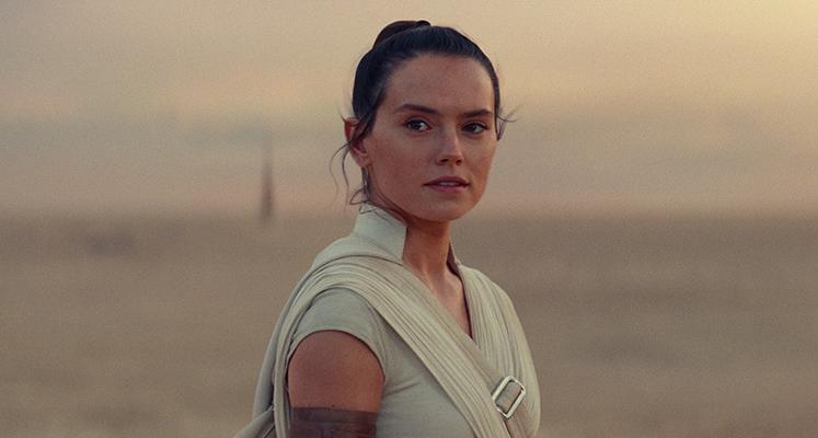 """Rey na Tatooine i w domu Luke'a – nowe grafiki ze """"Skywalker. Odrodzenie"""""""