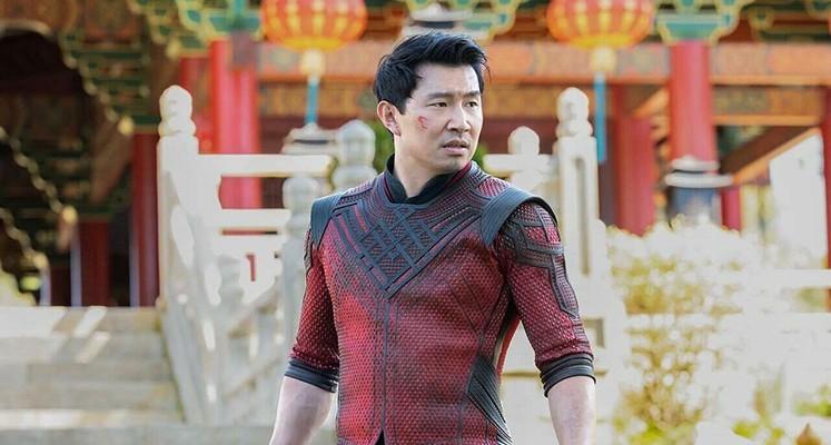 """""""Shang-Chi i legenda dziesięciu pierścieni"""" – recenzja filmu. Władca pierścieni z chińskiej dzielnicy"""