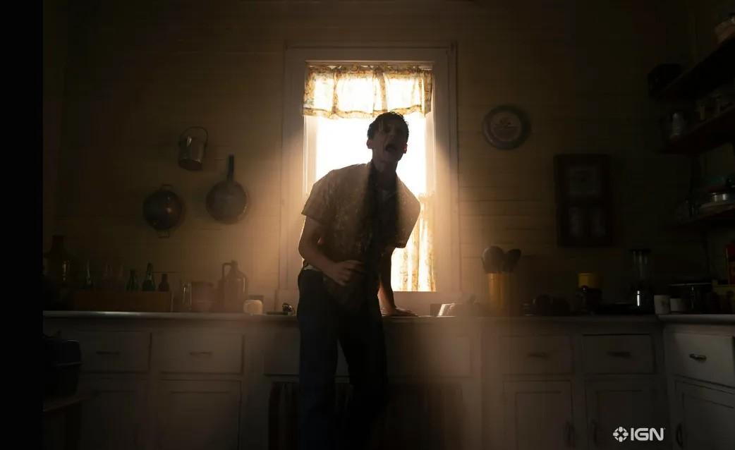 """Ruairi O'Connor jako Arne Johnson w filmie """"Obecność 3: Na rozkaz diabła"""""""