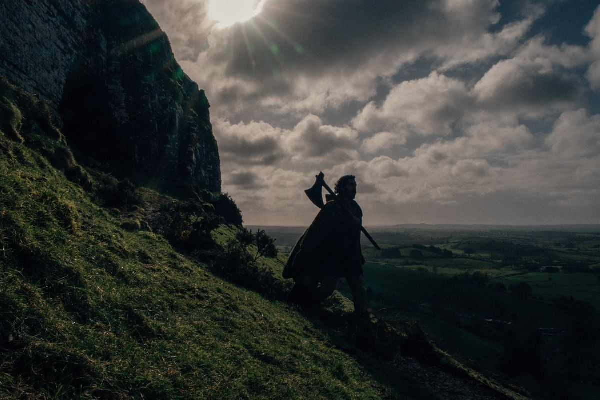 "Dev Patel jako Sir Gawen w filmie ""The Green Knight"""