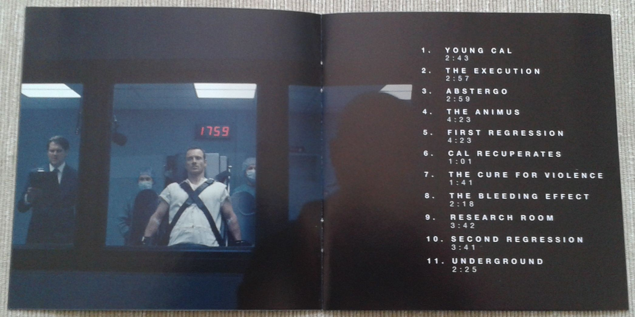 6. Assassins Creed booklet 2.jpg