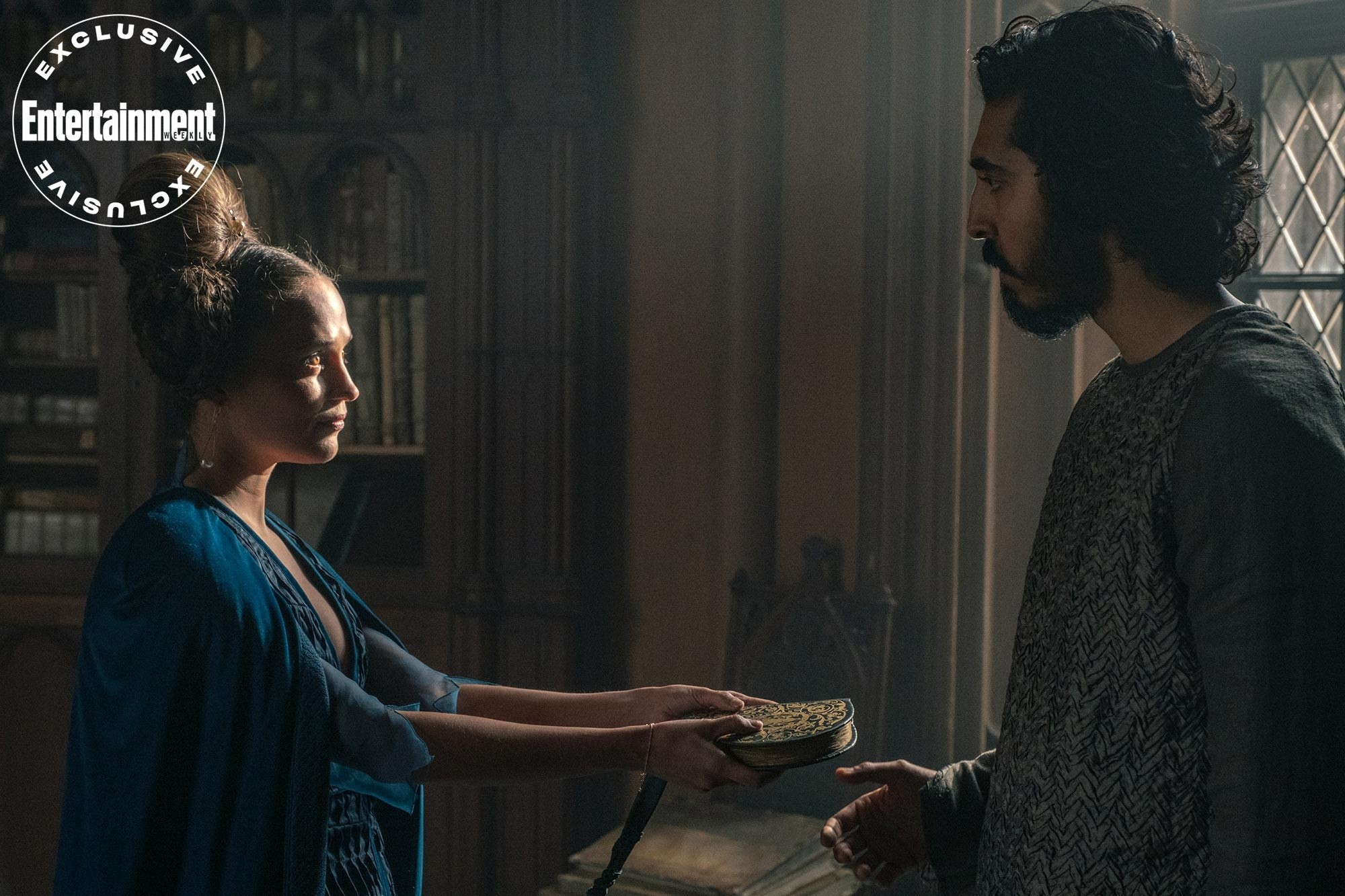 "Alicia Vikander i Dev Patel w filmie ""The Green Knight"""