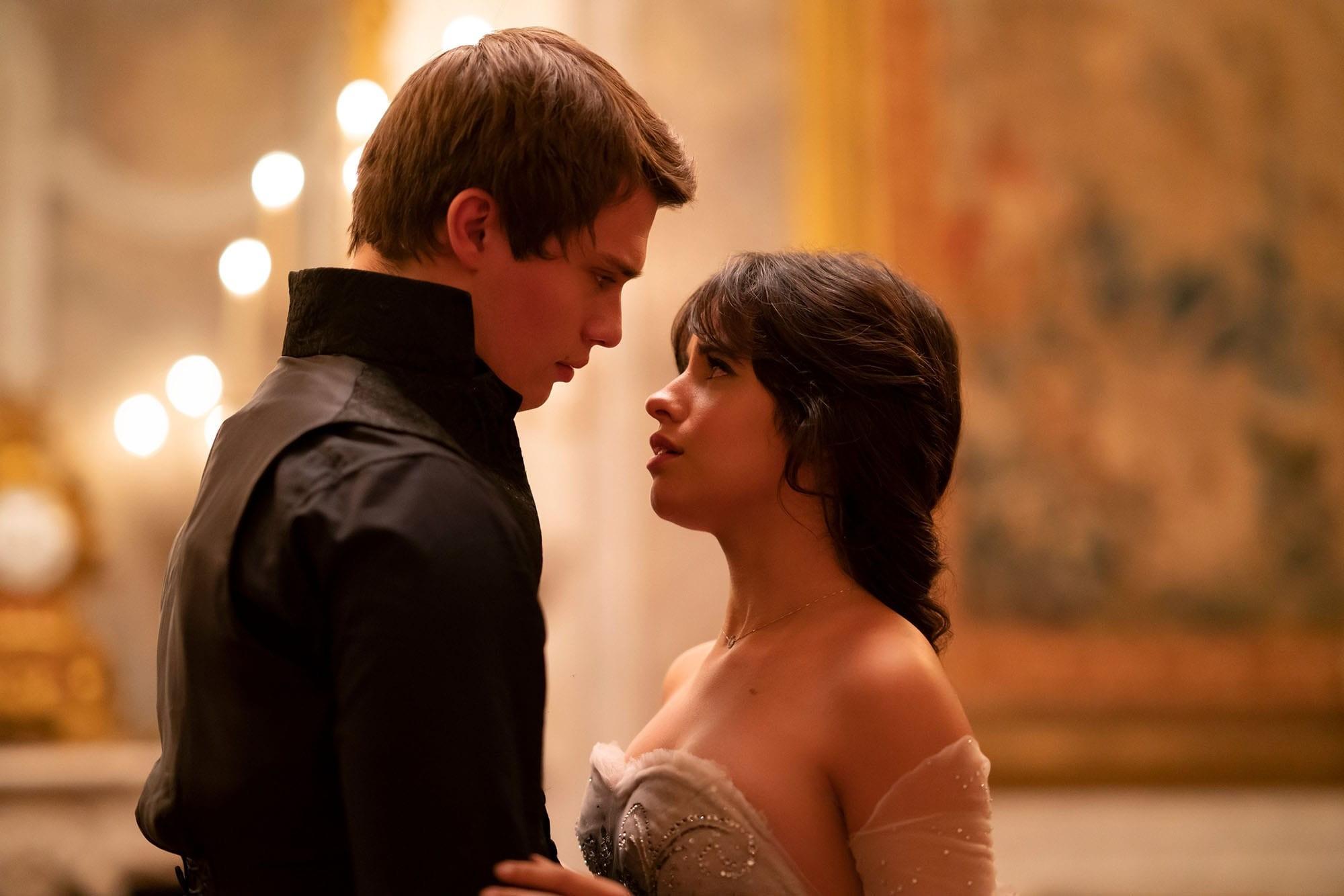 """Camila Cabello jako """"Kopciuszek"""" na pierwszych zdjęciach z filmu. Kiedy premiera? - Filmozercy.com"""