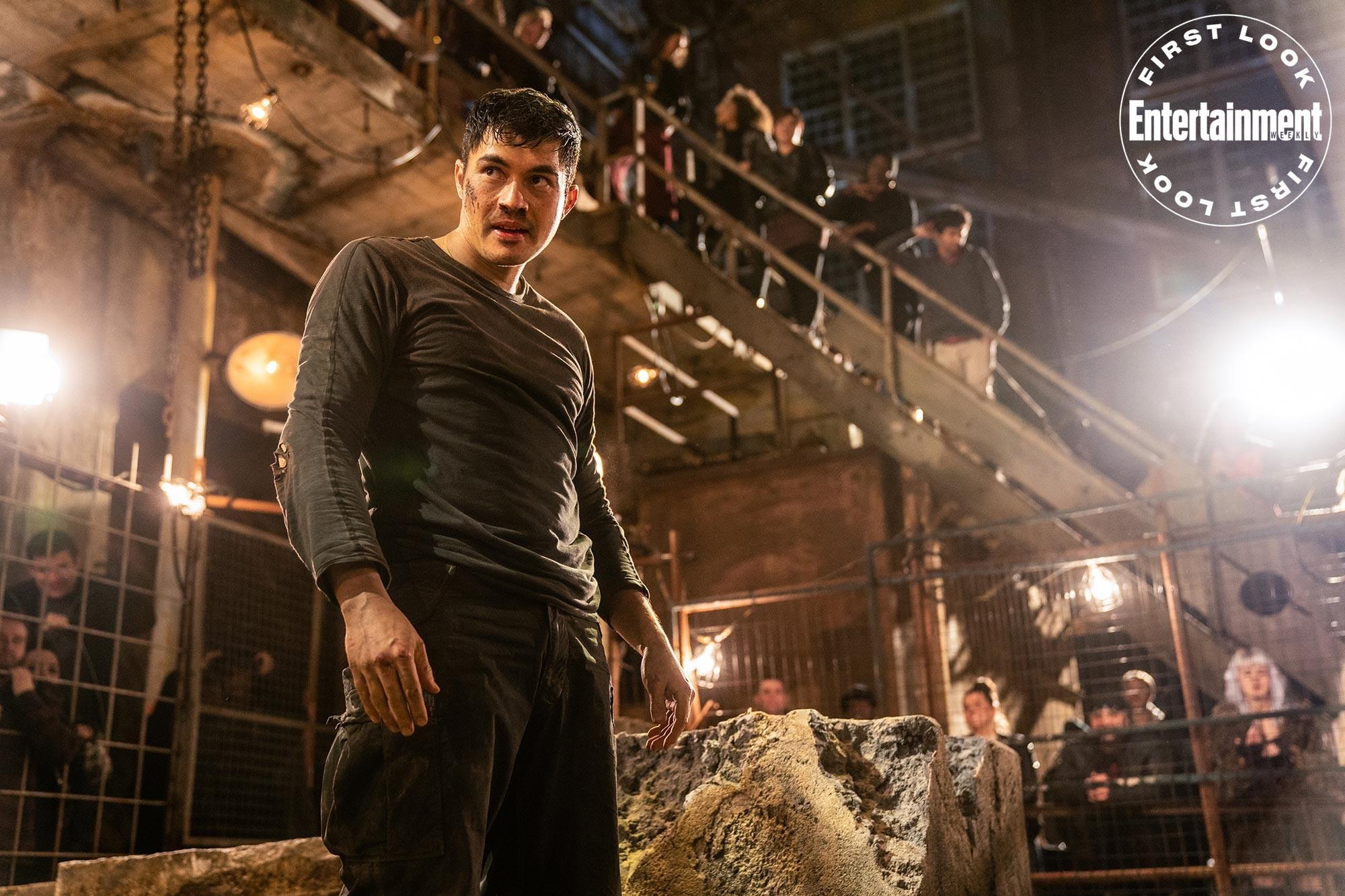 "Henry Golding jako Snake Eyes w filmie ""Snake Eyes"""