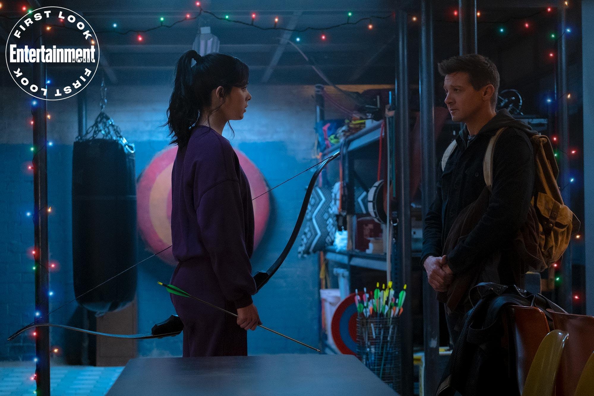 Kate Bishop (Hailee Steinfeld) i Hawkeye/Clint Barton (Jeremy Renner) w serialu Hawkeye
